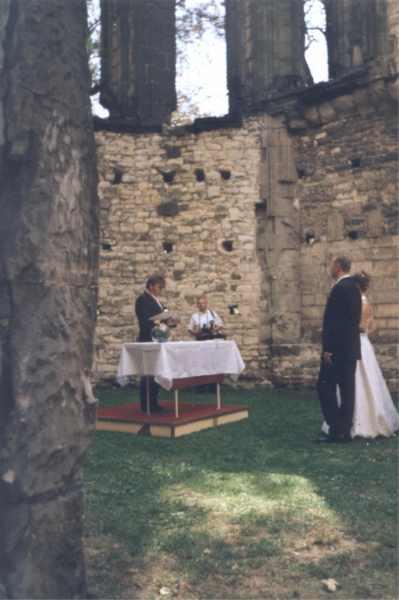 Panenský týnec - svatba v chrámu